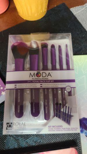 Moda 7pc makeup brushes for Sale in Pomona, CA