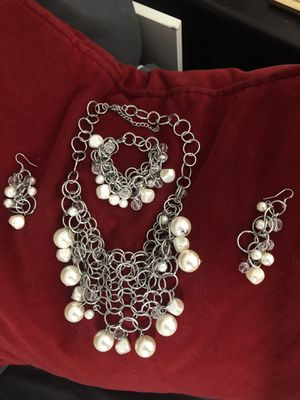 Nice jewelry set. Necklace bracelet and matching earrings just $10 for Sale in Las Vegas, NV