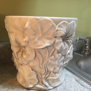 Firm Price-Beautiful Ceramic Flower Or Plant Vase Never Used for Sale in Chicago, IL