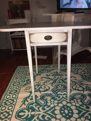 Rustic chic accent table for Sale in Clearwater, FL