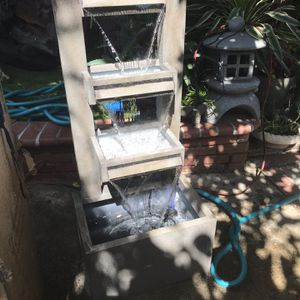 Metal Water Fountain Modern Look for Sale in Bell Gardens, CA