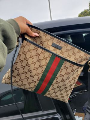 Gucci crossbody bag lightly used clean no stratches for Sale in Lake Forest, CA
