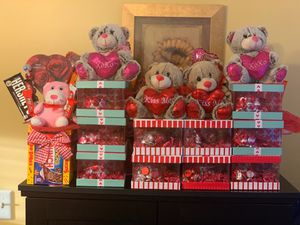 Assortment of Valentine's Day candy gift baskets starting at $15 for Sale for sale  Edison, NJ