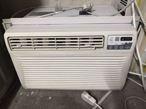 Kenmore 12000btu air conditioner with side sleeves for Sale in Brooklyn, NY