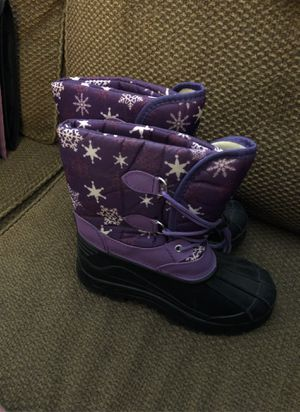 Girls size 4 snow boots for Sale in Hemet, CA