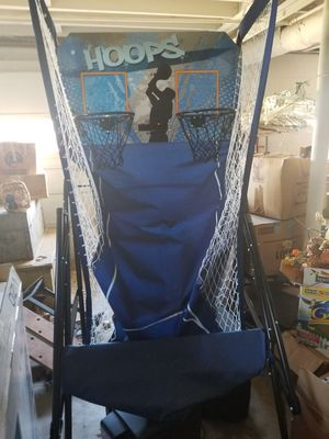 Hoops Dual Basketball Arcade Game w/Balls- (Like New) for Sale in Trussville, AL
