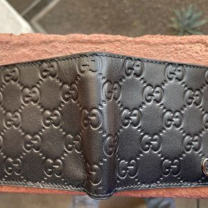 Gucci Signature Wallet (embossed) for Sale in Phoenix, AZ