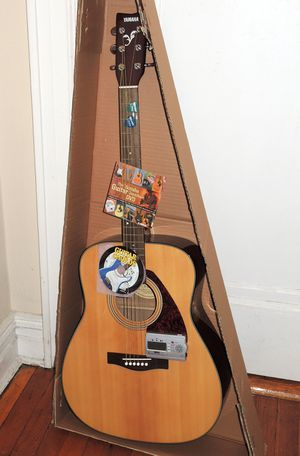Yamaha F325 Acoustic Guitar+Tuner & Dvds for Sale in New York, NY