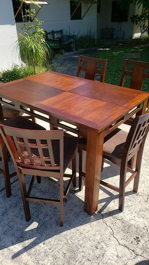 Table with 6 chairs for Sale in Melbourne, FL