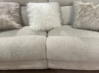 ⭐️LIKE NEW! Dual Power Reclining LOVE ❤️ Seat ⭐️ for Sale in Pittsburgh,  PA