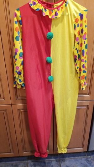 Clown child, Halloween costume Costume is not this bright my phone taking pictures brighter., Size large 12 - 14 for Sale in Riverside, CA
