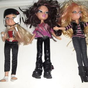 Bratz Dolls One of Them Talks And The other Doll Comes with 2 Wigs for Sale in Brooklyn, NY