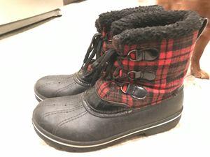 Women's size 10 waterproof plaid snow winter boots for Sale in Sumner, WA
