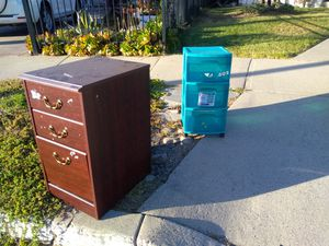 Free nightstand and drawer tower for Sale in San Jose, CA