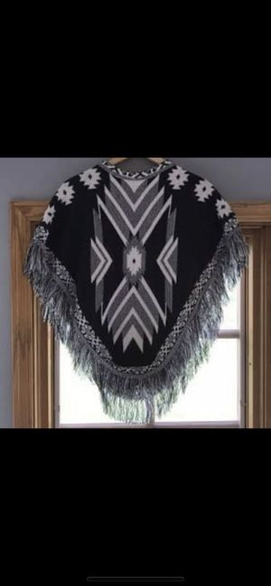 Beautiful new with tags Aztec poncho! (Festival) NWT Mudd Serious buyers only please Location in the city of Pico Rivera for Sale in Pico Rivera, CA