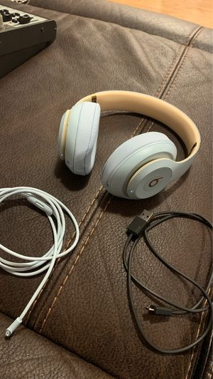 Beats studio 3 in new condition $180obo for Sale in Seattle, WA
