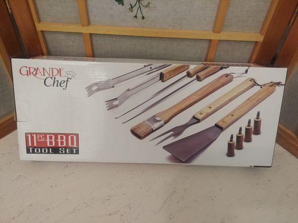 BRAND NEW! Grande chef 11 piece bbq tool set!
