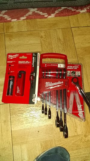7 piece SAE ratcheting combination wrench set Milwaukee redlithium USB charger and portable power source kit for Sale in San Antonio, TX