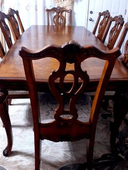 🌿🌹Beautiful wood dining room table with 8 chairs. GOOD CONDITION 🌹 2 Chairs Have arms 6 chairs no arm. Table have 2 leaves Each leaf 18 inches for Sale in Houston,  TX