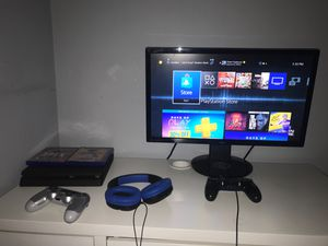 Ps4 setup with 2 accounts and games for Sale in Rockville, MD
