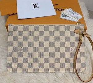 Louis Vuitton Pouch/Wristlet for Sale in Beverly Hills, CA