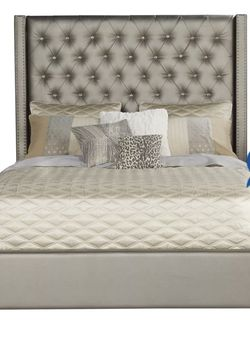 Upholstered Queen Bed for Sale in Fort Myers,  FL