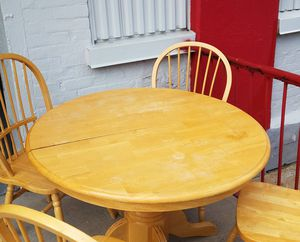 kitchen table with four chairs for Sale in The Bronx, NY