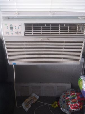Artic king air conditioning....(8000 btu) for Sale in Dearborn Heights, MI