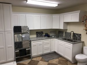 White shaker and mocha shaker kitchen cabinets for Sale in Tampa, FL
