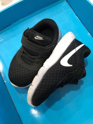 Size 7 nike shoes for Sale in Corona, CA