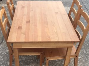 Used Table Set with 4 chairs for Sale in Orlando, FL