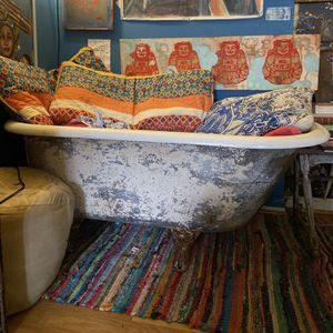 Retro-Vintage clawfoot Tub (best Offer) for Sale in Baltimore, MD