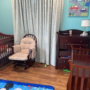 Crib And Nursery Set (crib Nursery With Mattress , Chair ,Changing Table ,Drower ) for Sale in Los Angeles, CA