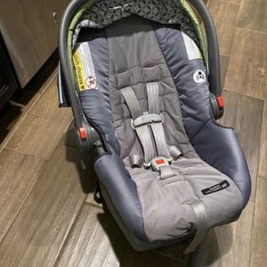 Graco Infant Car Seat for Sale in Commerce Charter Township, MI