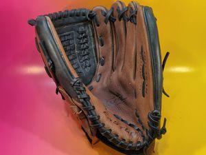 Easton right=hand throw softball glove for Sale in San Jose, CA