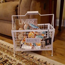Rae Dunn Magazine Rack for Sale in Tinton Falls,  NJ