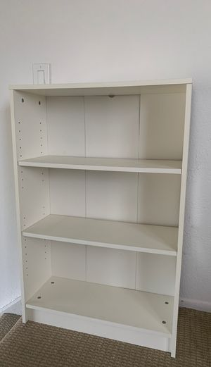 Small book shelf for Sale in Los Angeles, CA