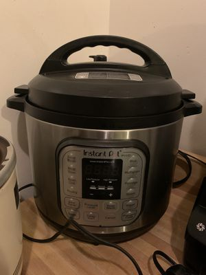 Instant Pot Duo80 8 qt for Sale in Los Angeles, CA