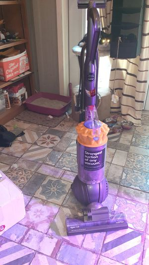 Dyson Multifloor Vacuum for Sale in BELLEAIR BLF, FL
