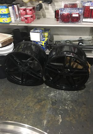 Corvette rims with rear tires for Sale in Coral Gables, FL