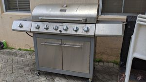 Char-Broil Grill / BBQ Classic + Side Burner for Sale in Miami, FL