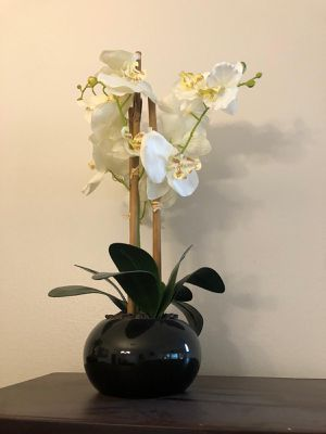 Decorative vase w / flower for Sale in Tampa, FL