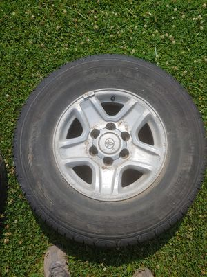 4 Toyota 4runner aluminum rims and tires for Sale in Streamwood, IL