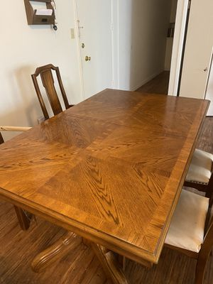 Kitchen Table for Sale in Beverly Hills, CA