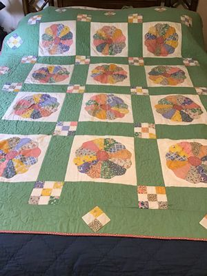 Green & Pink Dresden plate Vintage style new reproduction fabric Quilt for Sale in SeaTac, WA