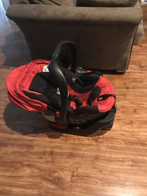Britax B-Safe 35 car seat with 2 bases. for Sale in Tallahassee, FL