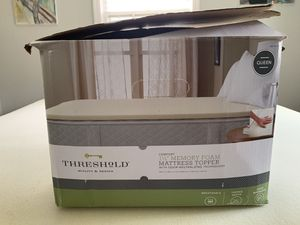 """Threshold 1.5"""" memory foam mattress topper for Sale in Silver Spring, MD"""