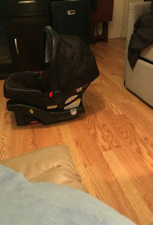 Graco baby car seat for Sale in White Settlement, TX