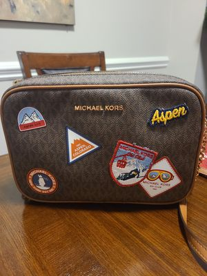MK crossbody bag for Sale in Huntersville, NC