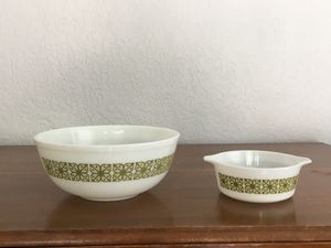 Pyrex bowls, verde green square flower design . 4 quart and 1 1/2 quart sizes for Sale in Davie, FL